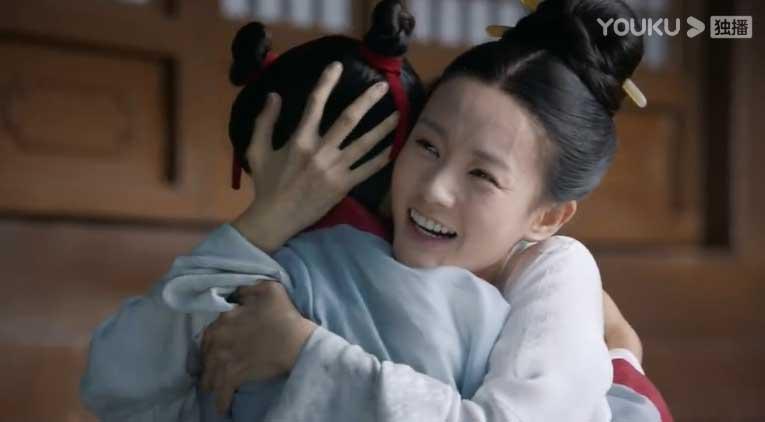 Royal Nirvana: Li Yi Tong hugs his brother