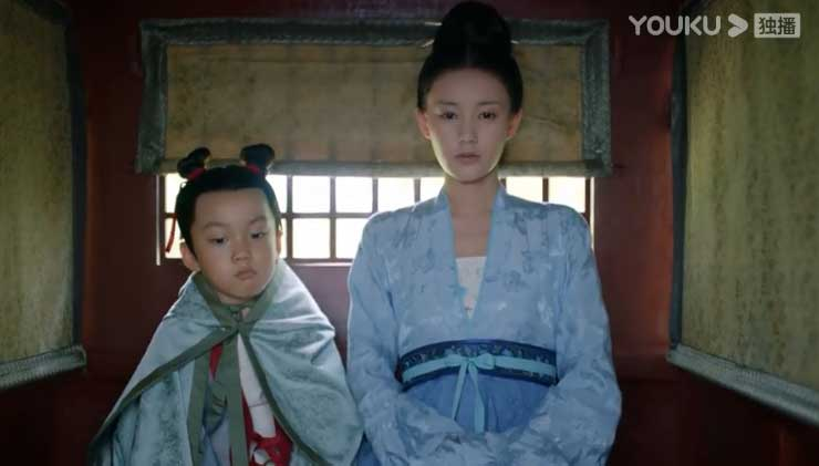 Royal Nirvana: Li Yi Tong stays with her brother in  the carriage